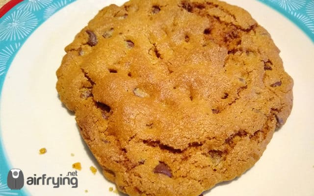 Air Fryer Chocolate Chip Cookie Cake featured