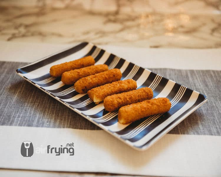 Frozen Mozzarella Sticks in the Air Fryer • Air Fryer ...
